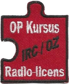 Det røde mærke gives kun til spejdere med enten radiolicens eller IRC-operatørkursus